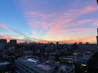 日没時の都心の写真・画像素材[4873309]