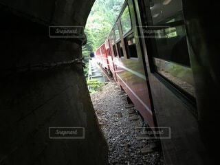 トンネルを抜けての写真・画像素材[4874115]