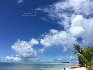 水の体の上の空の雲の写真・画像素材[4874919]