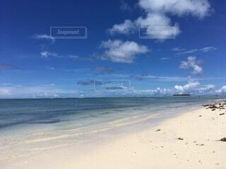 水域の隣の砂浜の写真・画像素材[4874930]