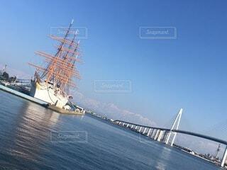水の体の中の大きな船の写真・画像素材[4875955]