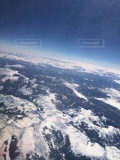 雪に覆われた山の眺めの写真・画像素材[4879149]