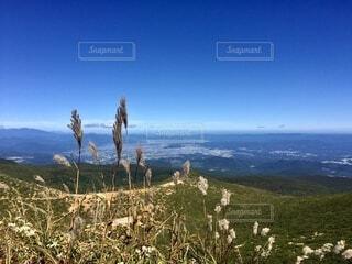 登山 山頂からの景色の写真・画像素材[4873529]
