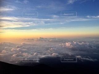 富士山ご来光の雲海の写真・画像素材[4873733]