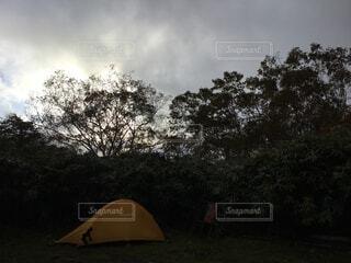 テント場に設置したテントの写真・画像素材[4873819]