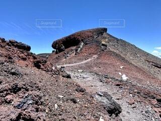富士山頂の登山道の写真・画像素材[4875735]