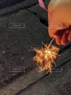 線香花火の写真・画像素材[4873336]