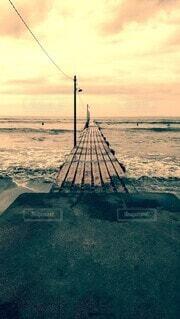 海の上の桟橋の写真・画像素材[4873222]