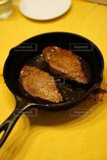 肉汁したたる和牛ステーキの写真・画像素材[4874501]