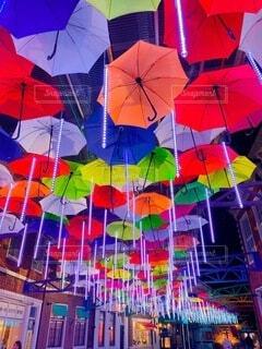 カラフルな傘の写真・画像素材[4898681]