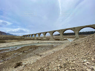 今にも崩れそうなメガネ橋の写真・画像素材[4874006]