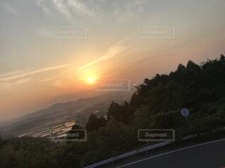 田舎の朝日の写真・画像素材[4873846]