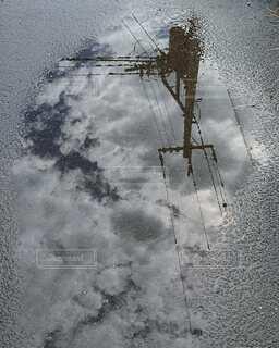 電柱と水たまりの写真・画像素材[4874327]