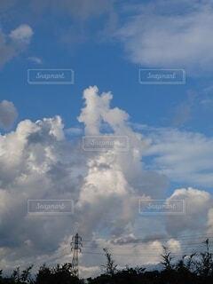 鉄塔と青空の写真・画像素材[4874491]