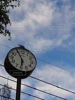 青空と時計の写真・画像素材[4879788]