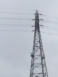 曇り空と送電鉄塔の写真・画像素材[4879797]