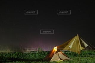 テントに沈む夕日の写真・画像素材[4900771]