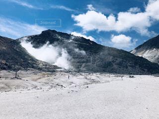 雪に覆われた山の写真・画像素材[4922318]
