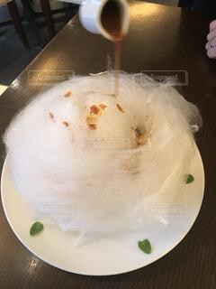 綿菓子の中からのパンケーキの写真・画像素材[4875665]