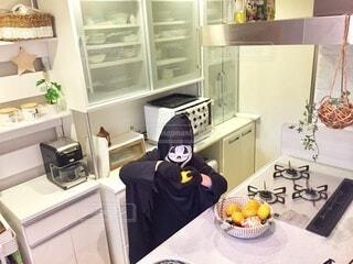 ハロウィン準備中の子供の写真・画像素材[4874771]