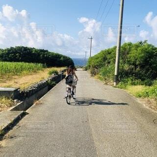 自転車で海にの写真・画像素材[4875850]