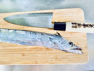 太刀魚と出刃包丁の写真・画像素材[4922215]