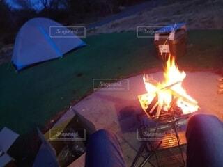 ソロキャン焚き火の写真・画像素材[4876233]