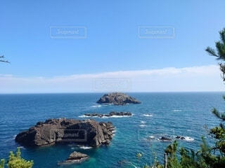 水域の真ん中にある島の写真・画像素材[4878236]