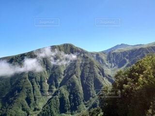 山頂からさらに山の写真・画像素材[4878255]