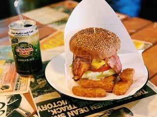 食欲そそるハンバーガーの写真・画像素材[4875922]