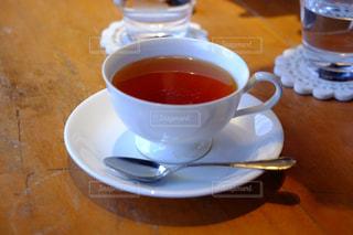 テーブルの上のコーヒー カップの写真・画像素材[925237]