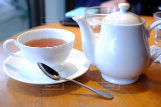 テーブルの上のコーヒー カップの写真・画像素材[925238]