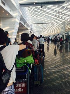 空港のチェックイン待ちの列の写真・画像素材[223645]