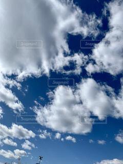 雲の中のハートの写真・画像素材[4941225]