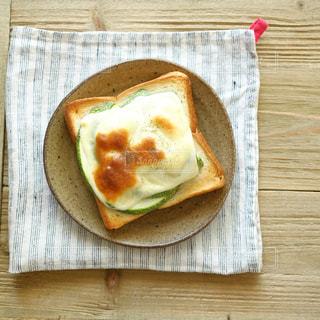 今日の朝ごはん 〃野菜とチーズのトースト〃 no.2の写真・画像素材[2393387]