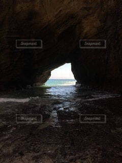 海の洞窟の写真・画像素材[4947954]
