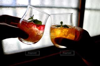 ジュースで乾杯の写真・画像素材[2412252]