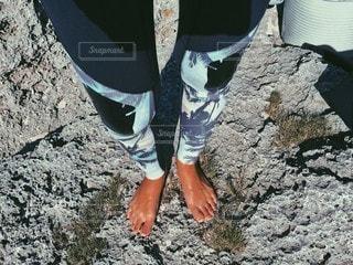 岩の上に立っている人の写真・画像素材[154]