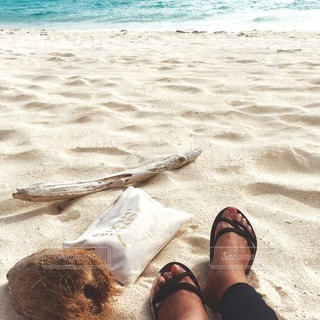 ビーチで寝そべっている人の写真・画像素材[167]