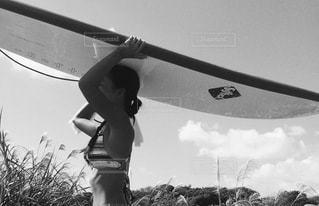 空気を通って飛んで人の写真・画像素材[168]