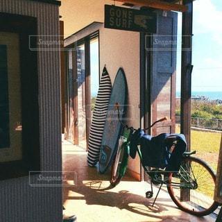 壁にもたれて自転車の写真・画像素材[180]