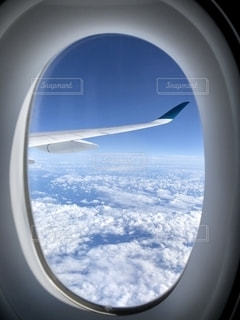 飛行機の窓の眺めの写真・画像素材[2721423]