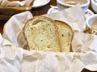 バターがしみたパンの写真・画像素材[1107612]
