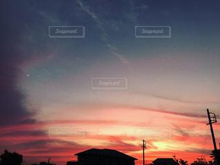 街に沈む夕日の写真・画像素材[854739]