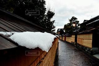 雪に覆われた家の写真・画像素材[1618291]