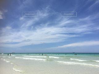 海の横にある砂浜のビーチの写真・画像素材[1620723]