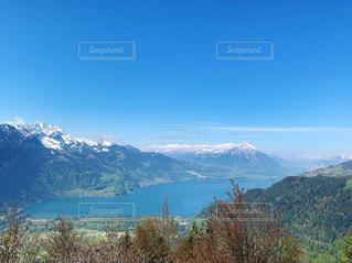 山と湖の綺麗な景色の写真・画像素材[2141575]