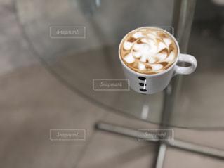 テーブルの上のコーヒーカップの写真・画像素材[1151900]