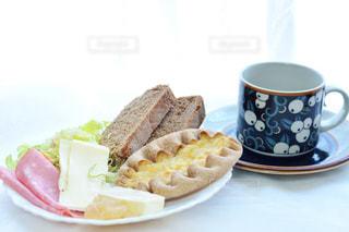 食品とコーヒーのカップのプレート - No.997836
