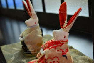 近くにケーキのアップの写真・画像素材[1022176]